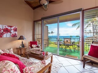 Waterfront condo w/ ocean view & shared pool - watch the sunset from your lanai