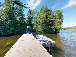 Dog-friendly lakefront house w/private island & outdoor shower