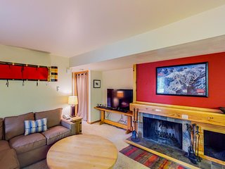 Dog-friendly condo w/ a shared pool & hot tub - close to the slopes!