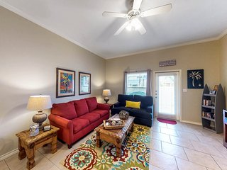 Townhome by water features w/access to heated pool, & grill! Family Friendly!