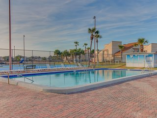 Coastal condo w/ shared pools, hot tub, mini-golf, & fitness room