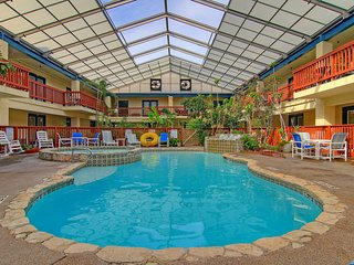 Charming condo w/ a shared pool & hot tub - walking distance to the beach