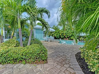 Dog-friendly, tropical house with a private, heated pool - walk to the beach!