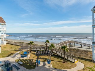 SeaScape Resort oceanfront condo w/shared hot tubs, heated pool & two balconies