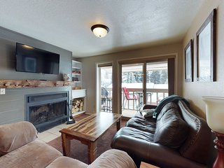Family-sized condo with a balcony, grill & fireplace - near the lake & golf!