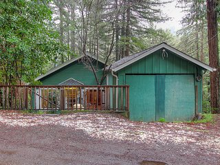 Forest home in a redwood grove w/ lovely deck - near town, the river & wineries!