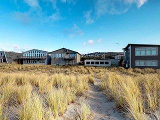 Dog-friendly oceanfront cabin w/ beach access near bars, restaurants, fishing!