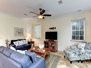 Dog-friendly beachside family home w/private pool - close to dining & shopping
