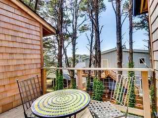 Dog-friendly home surrounded by trees - a quick walk from the beach!