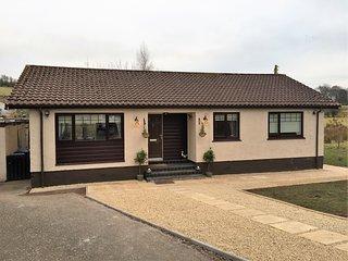 Fieldside Cottage - 3 Stars - 3 Bedrooms - Garden - Newton Mearns, Glasgow