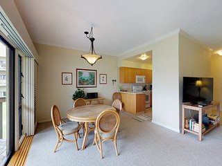 Relaxing condo with gorgeous ocean views, shared pool, and more!