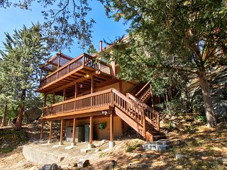 Dog-friendly home with game room plus furnished deck with mountain view