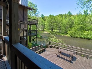 Dog-friendly, waterfront condo w/ full kitchen, furnished deck, & river views