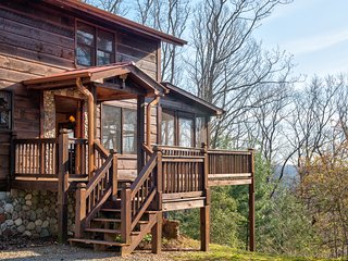 Dog-friendly cabin w/private hot tub, wraparound deck, outdoor fire, & much more