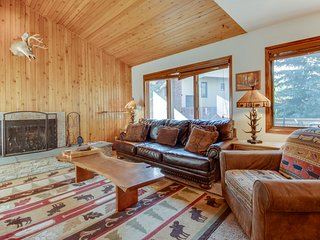 Gorgeous cabin-style home with modern comforts and fantastic location near town!