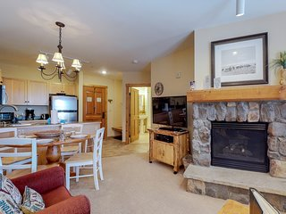 Updated condo with shared pool & hot tub - walk to the gondola & restaurants!