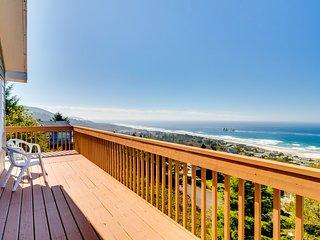 Dog-friendly house w/ocean view & entertainment - walk to beach