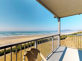 Oceanfront condo with seasonal shared pool - in Historic Nye Beach!