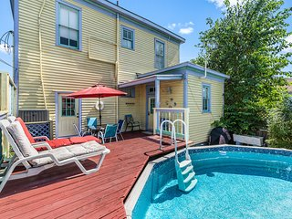 Gulf view home w/ pool & deck - 2 dogs OK, 1 block to the beach/Pleasure Pier!