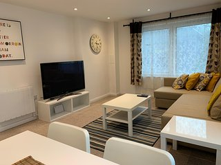 GROUND FLOOR APARTMENT WITH FREE PARKING - SLOUGH STATION