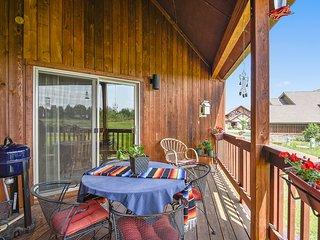 Mountain view condo w/2 decks & fireplace -near golf & hot springs