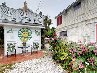 Heart of Old Town getaway, perfect romantic retreat -near the action