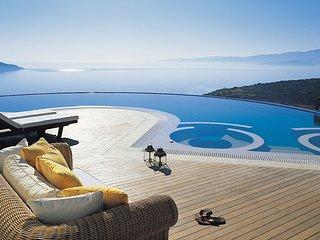Royal Spa Pool Villa
