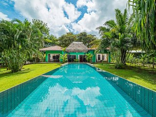 Casa Verde with tropical garden and private pool