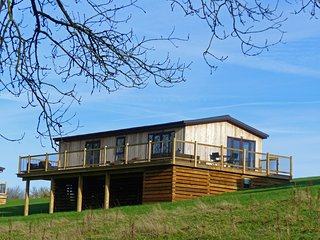 Hazel Lodge Bridgnorth, with hot tub and en-suite