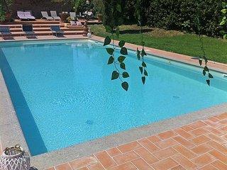 Villa Contea Valentini Villa Sleeps 12 with Pool and WiFi - 5228435