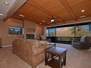 Amazing Views!! Newly Renovated! New Furnishings! Hilltop Harmony - S096