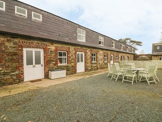 TOBER MOR, pet friendly, country holiday cottage, with a garden in Ferns