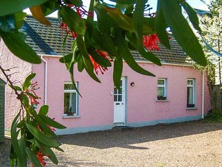 HALLMOUNT COTTAGE all ground floor, well-equipped, solid fuel stove, WiFi