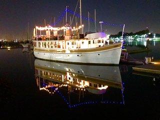Grand Lady yacht