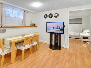 Cozy 1bd suite with spacious living room, 15 min to Downtown, 2 min to Grouse