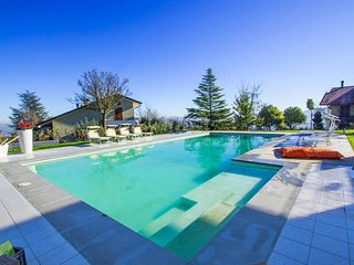 Villa Panorama: 14 bed villa in Marche (sleeps 30)