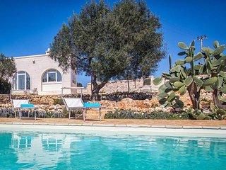 Stunning 3 bedroom villa with pool. BBQ. Beautiful decor. WIFI