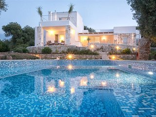 Luxury 3 bed villa in Puglia. Sea views. BBQ. Table tennis. Bikes. WIFI.