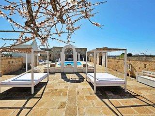 Stunning Puglia masseria with pool (sleeps 8)