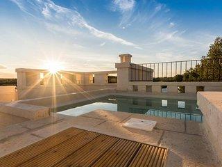 Luxury 8 bedroom villa in Puglia with heated pool
