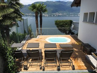 Italian Lakes lakeside villa with private jacuzzi