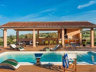 Il Prato sul Mare: 6 bedroom villa in Marche