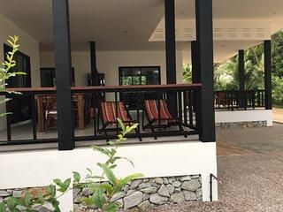 SalaCoco BanKrut Beachfront Cottage 2