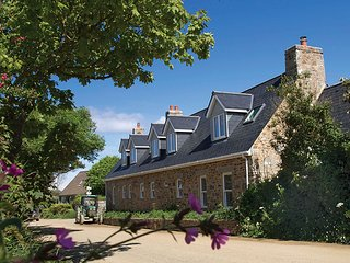 Le Petit, Sark - Fabulous House in Channel Island, Sleeps Up to 4 People