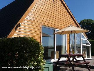 Sea Coombe Lodge - dog-friendly, pool, entertainment, beach 10 mins