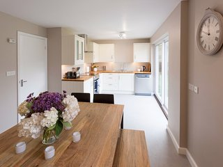 Le Friquet, Sark - Spacious House in Channel Islands, Sleeps Up to 10 People