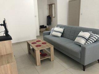 Bright 2 Bedroom Apartment - Free Wifi