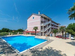 Apartment with pool, Medulin, Croatia
