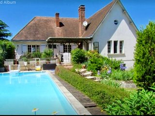 Gorgeous house to rent in Jousse 3 large bedrooms over two floors. Pool