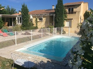 Villa avec piscine dans joli village provençal